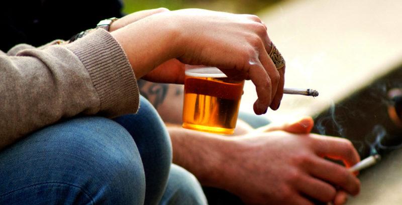 Пристрастие к алкоголю и курению
