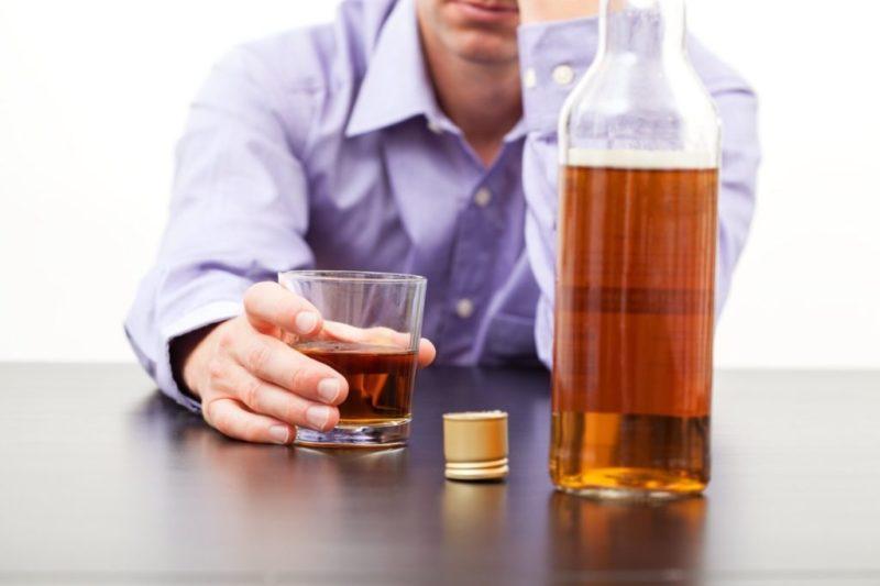 Причиной может стать частый прием алкоголя
