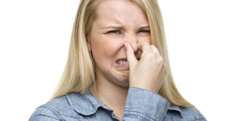 Неприятный запах может быть следствием дисфункции желез внутренней секреции у мужчин