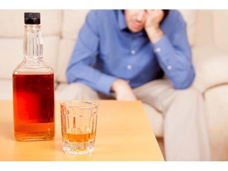 Появлению молочницы способствует неумеренное употребление алкоголя