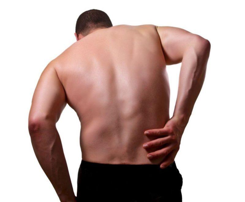 Один из симптомов - боль в пояснице