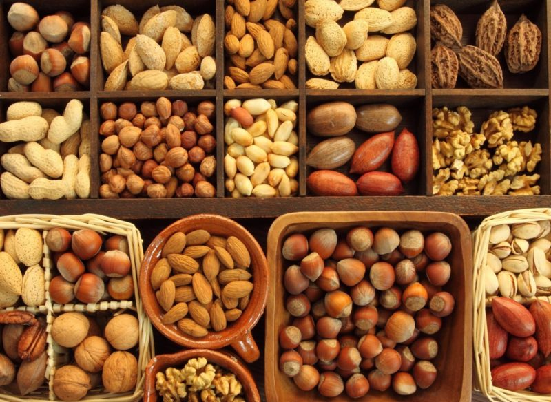 Диета для мужчин включает в себя несоленые орехи