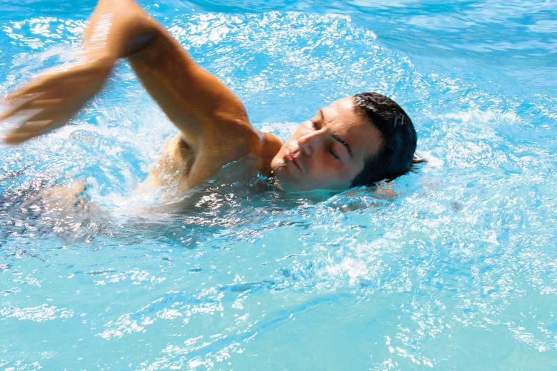 Рекомендуются занятия плаванием