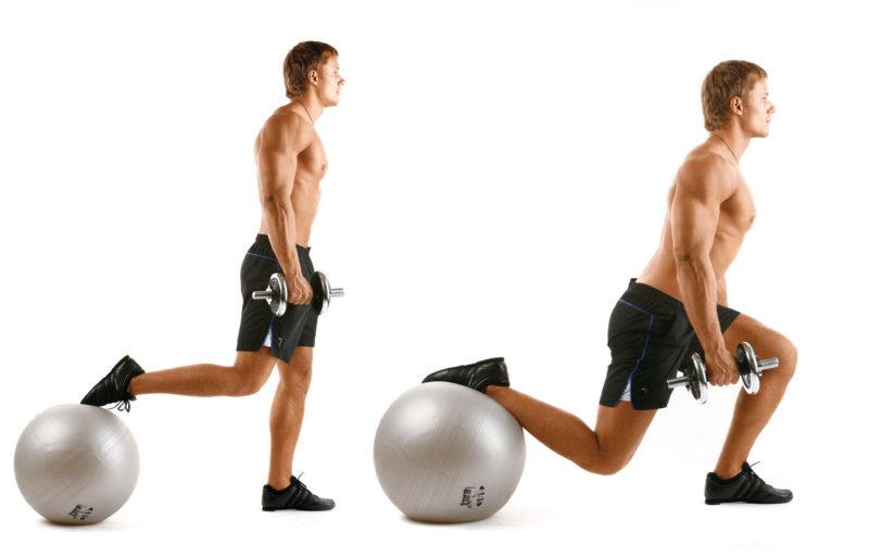 Домашние упражнения на фитнес мяче для рук и пресса