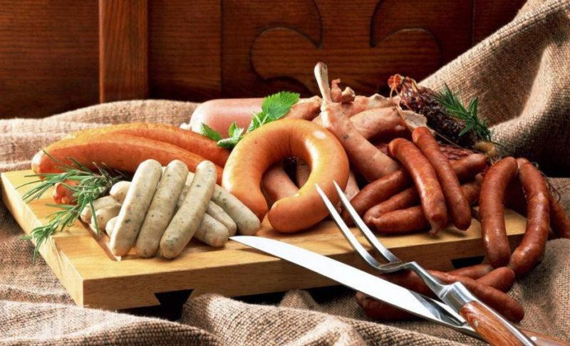 Сосиски, сардельки и колбасы не считаются источником белка